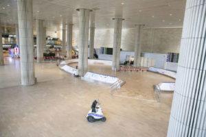 Il salone degli arrivi dell'aeroporto Ben Gurion a Tel Aviv